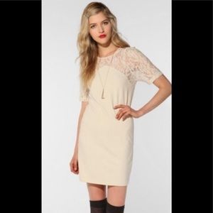 🆕Co for urban outfitter cream lace small dress